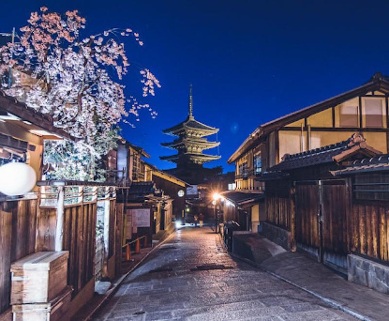 桜の名所・祇園の喫茶店で春を満喫♡ライトアップも魅力的